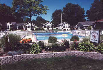 indiana lake resort - with swimming pool.jpg (8231 bytes)
